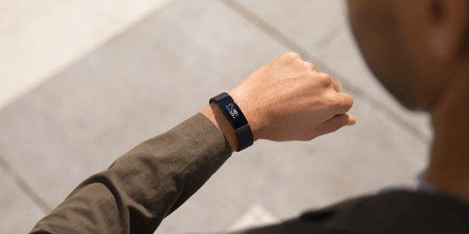 Fitbit Inspire vs Inspire HR Display Features